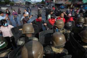 Protesters and Soldiers stand off in Villanueva, Tegucigalpa December 2017 – Appeared in the Miami Herald